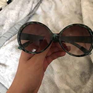 Blue tortoise round sunglasses